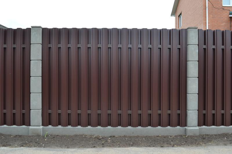забор из штакетника, металлический штакетник на забор